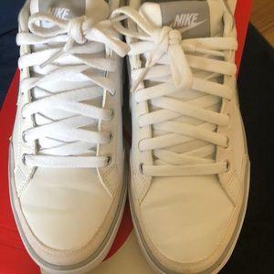 Worn twice Nike women 9 Capri III Leather white